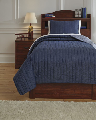 Picture of Capella Twin Quilt Set