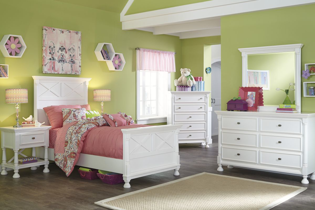 Picture of Kaslyn Chest of Drawers