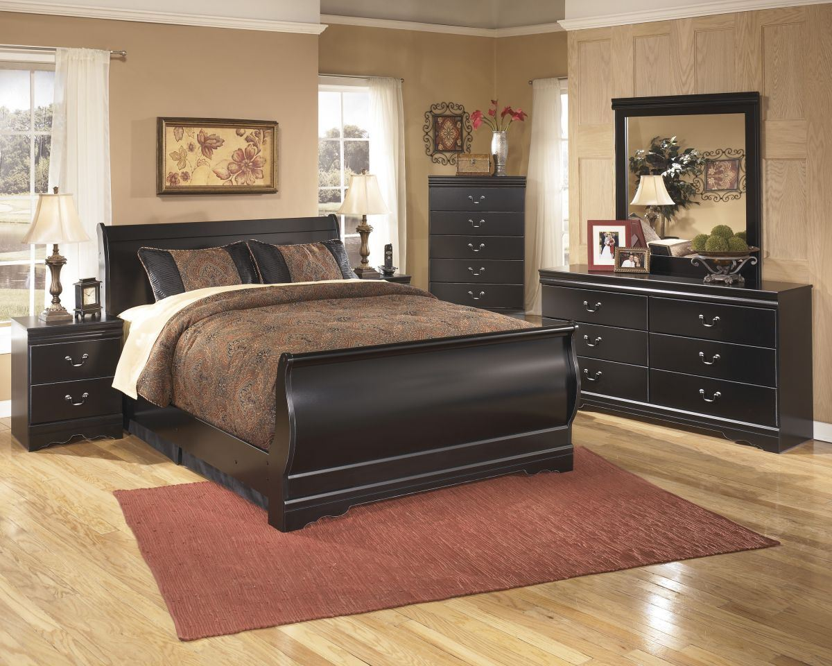 Picture of Huey Vineyard Chest of Drawers