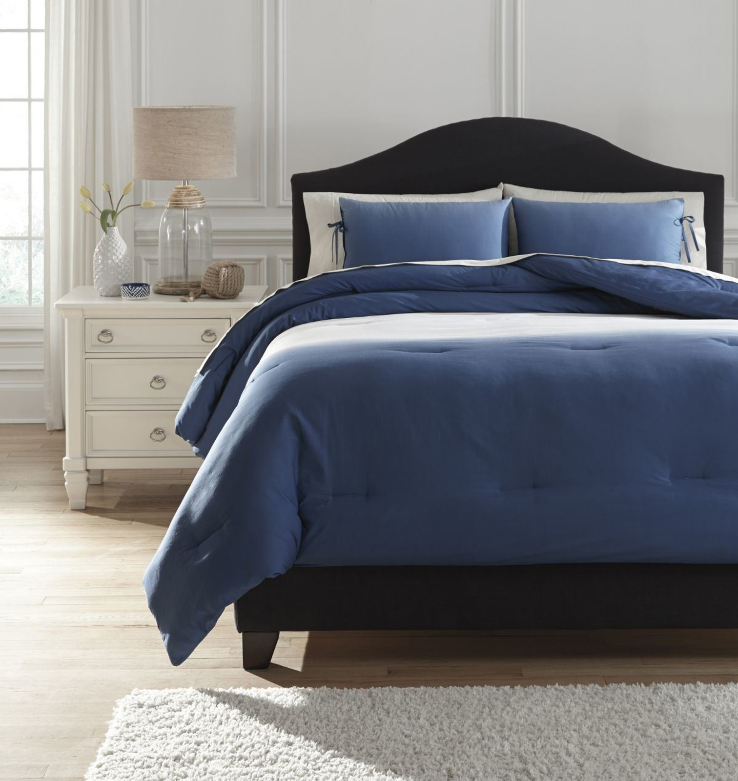 Picture of Aracely Comforter Set