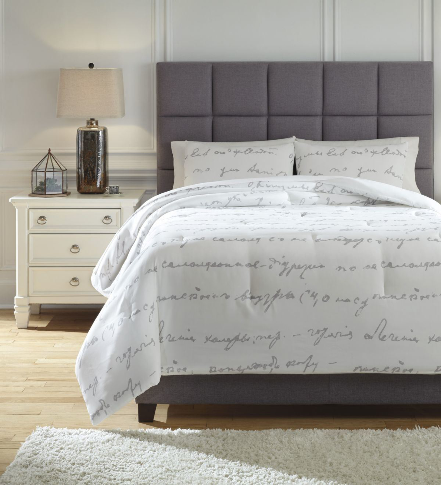 Picture of Adrianna Queen Comforter Set