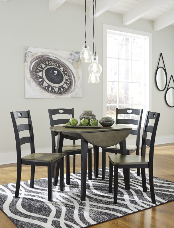 Froshburg Table & 4 Chairs