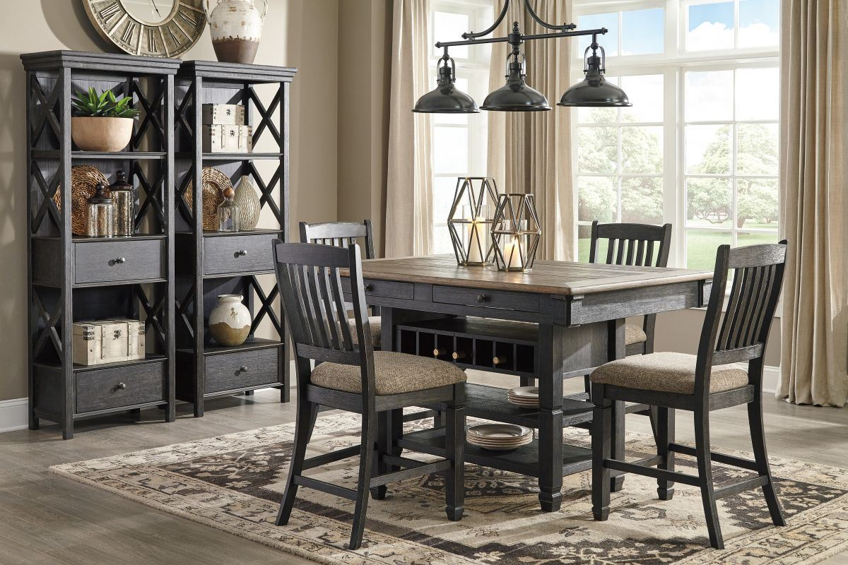 Picture of Tyler Creek Pub Table & 4 Stools