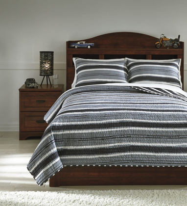 Picture of Merlin Coverlet Set