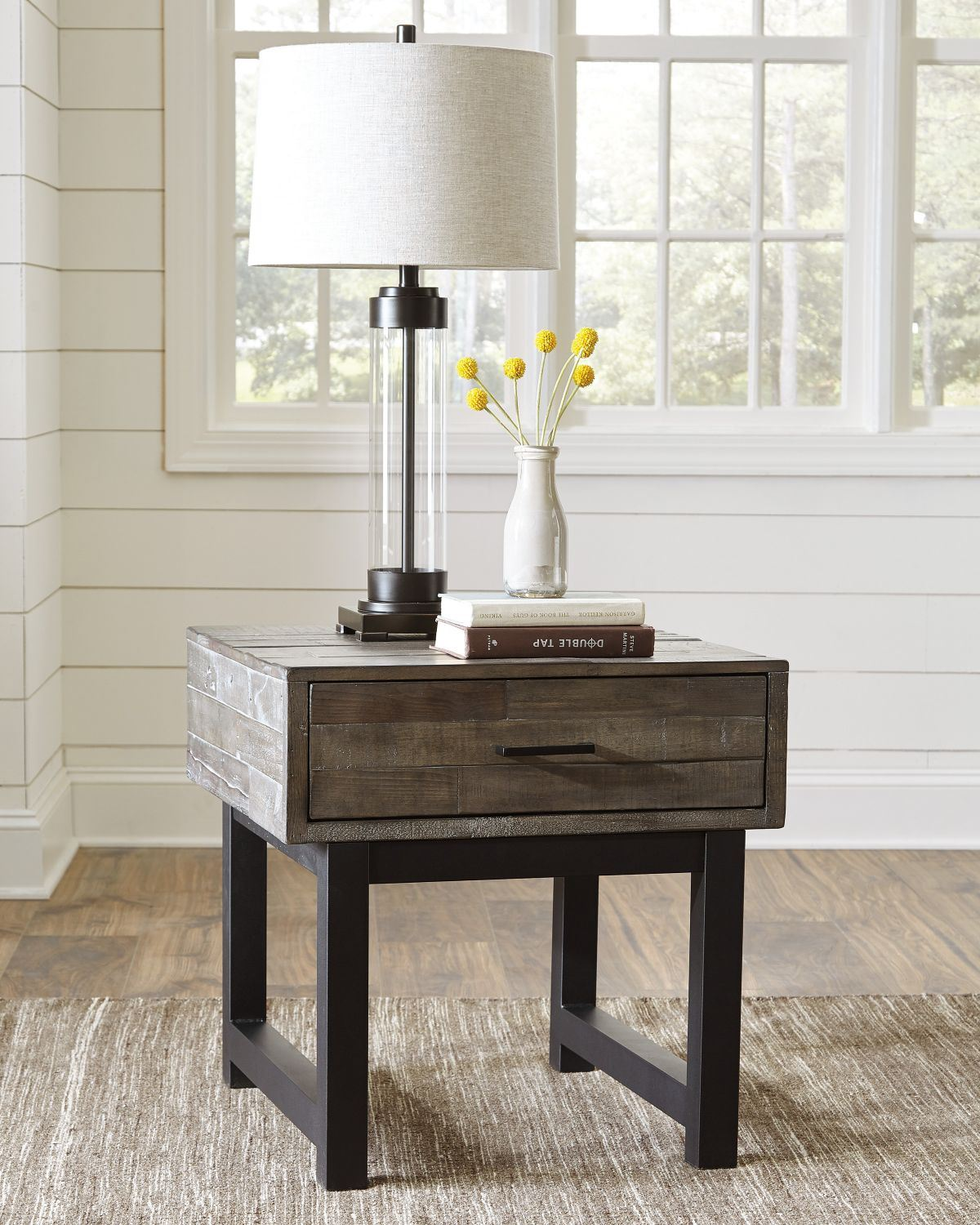 Picture of Mondoro End Table