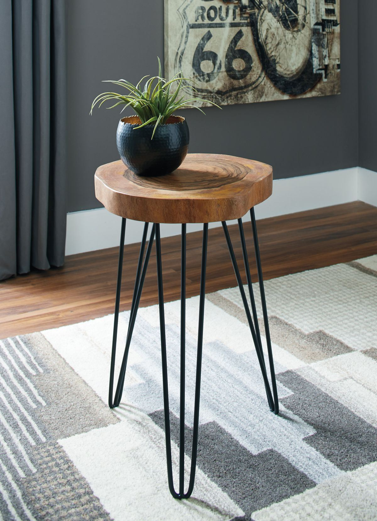 Picture of Eversboro Accent Table