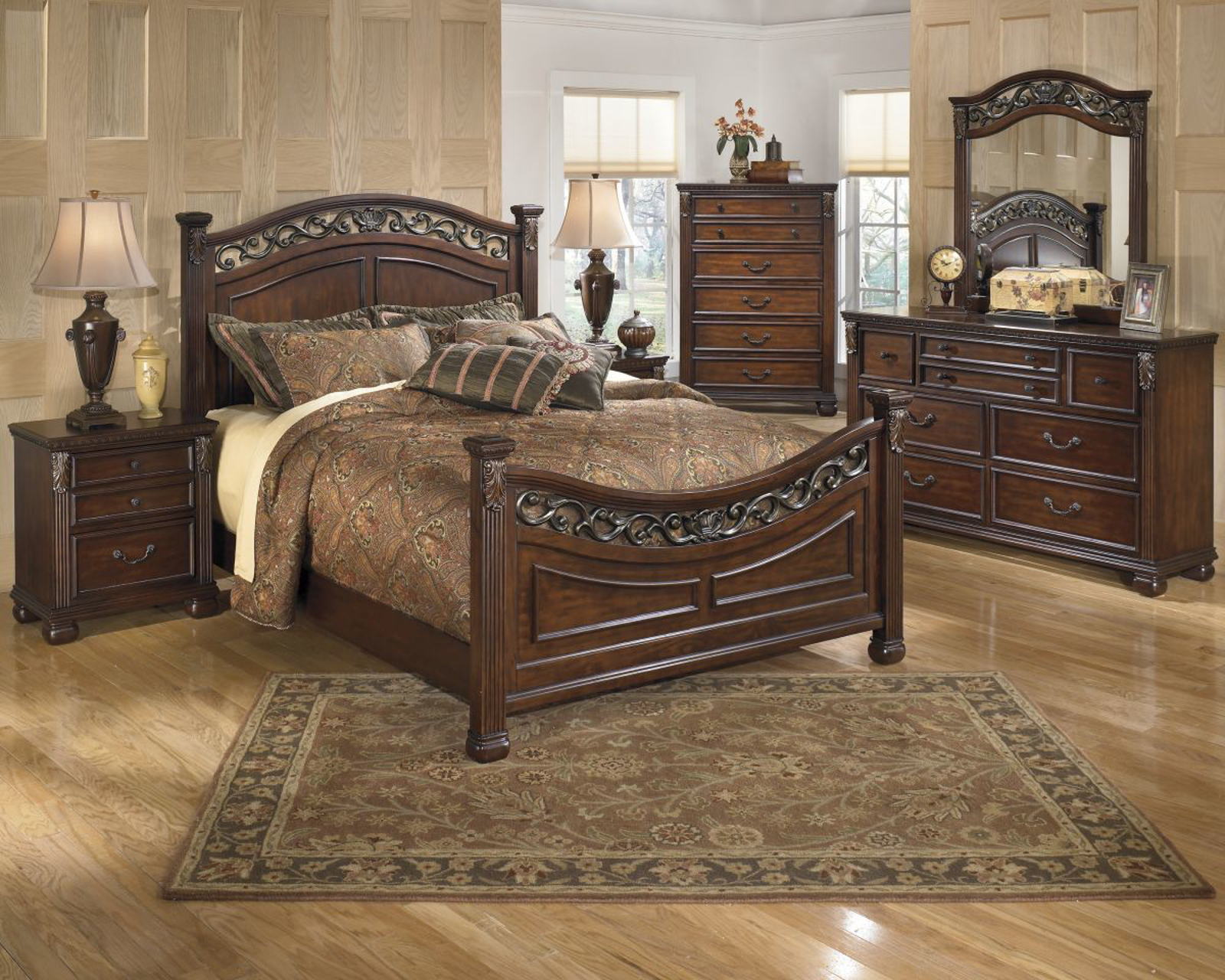 Picture of Leahlyn 5 Piece Queen Bedroom Group