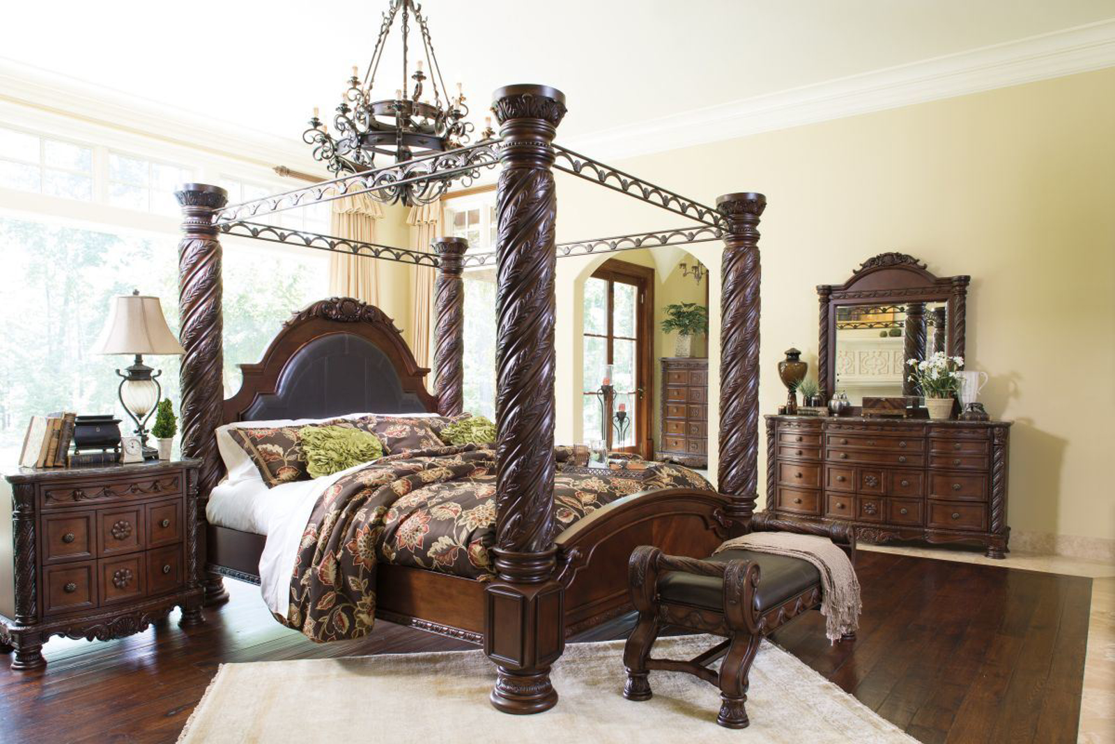 Picture of North Shore 5 Piece King Bedroom Group