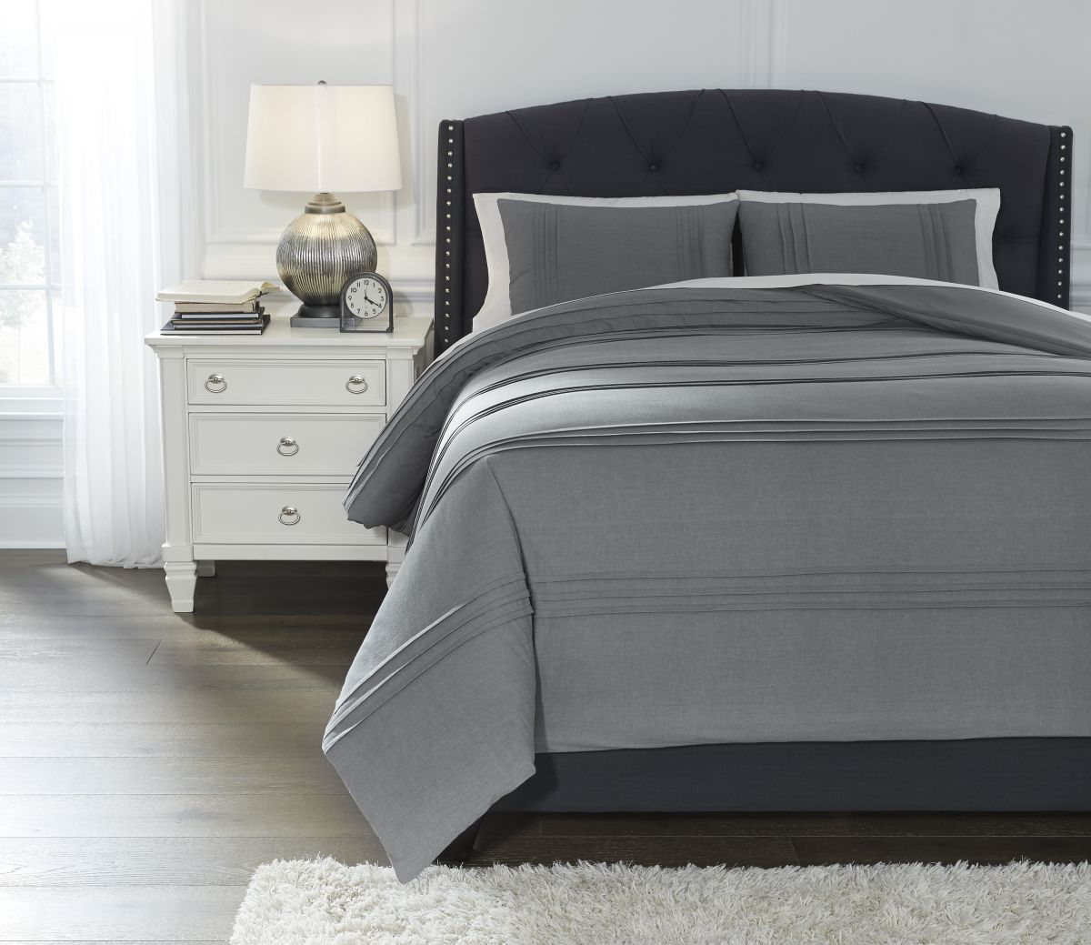 Picture of Mattias Comforter Set