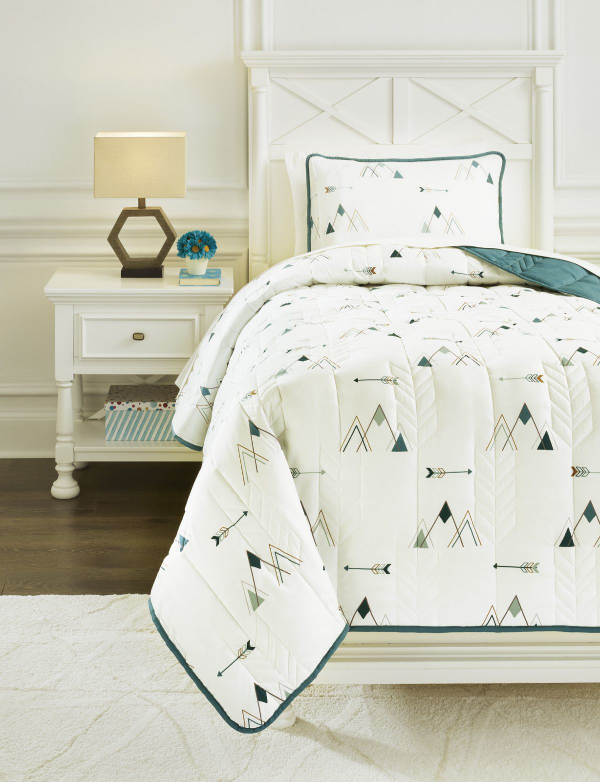Picture of Averlett Twin Quilt Set