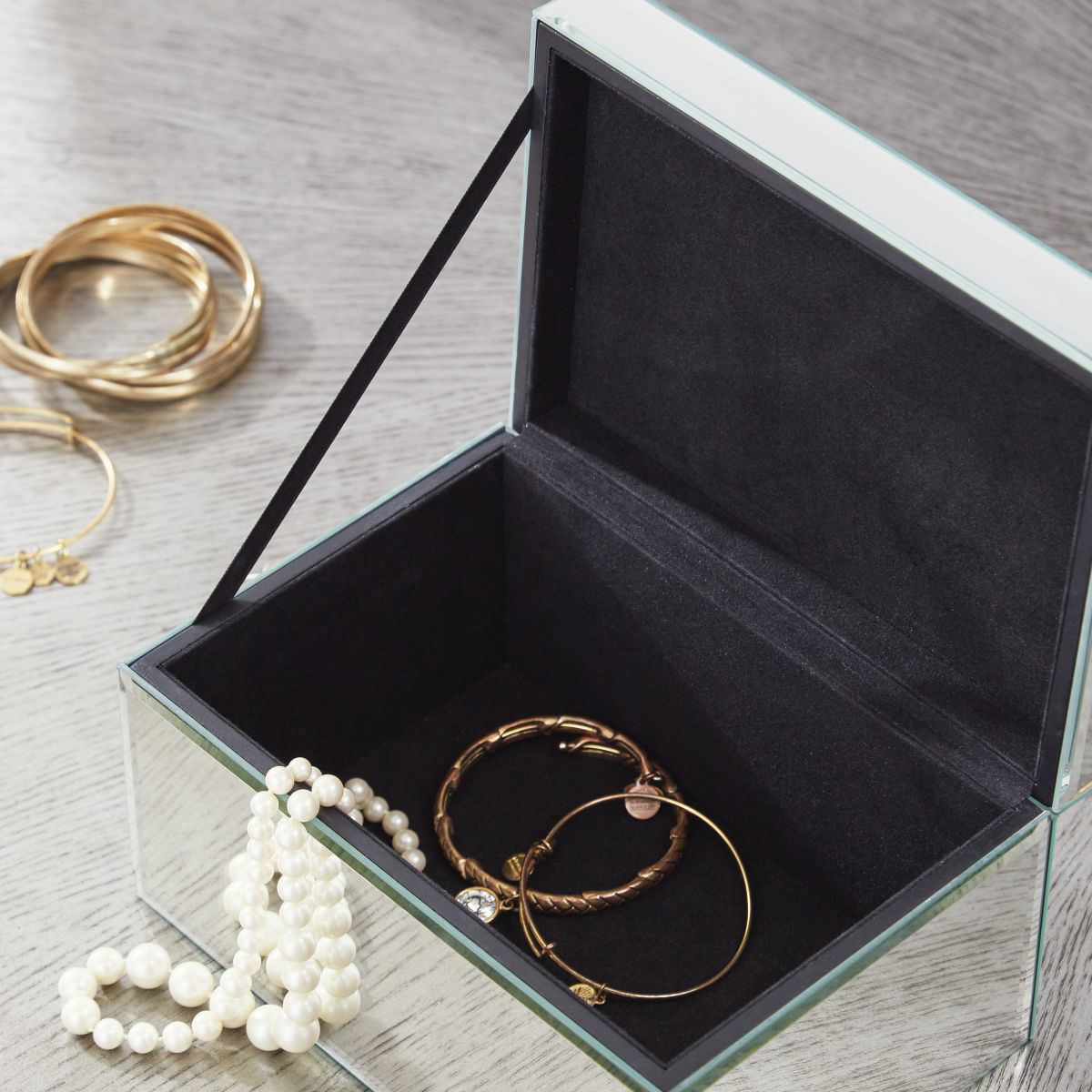 Picture of Charline 2 Piece Box Set