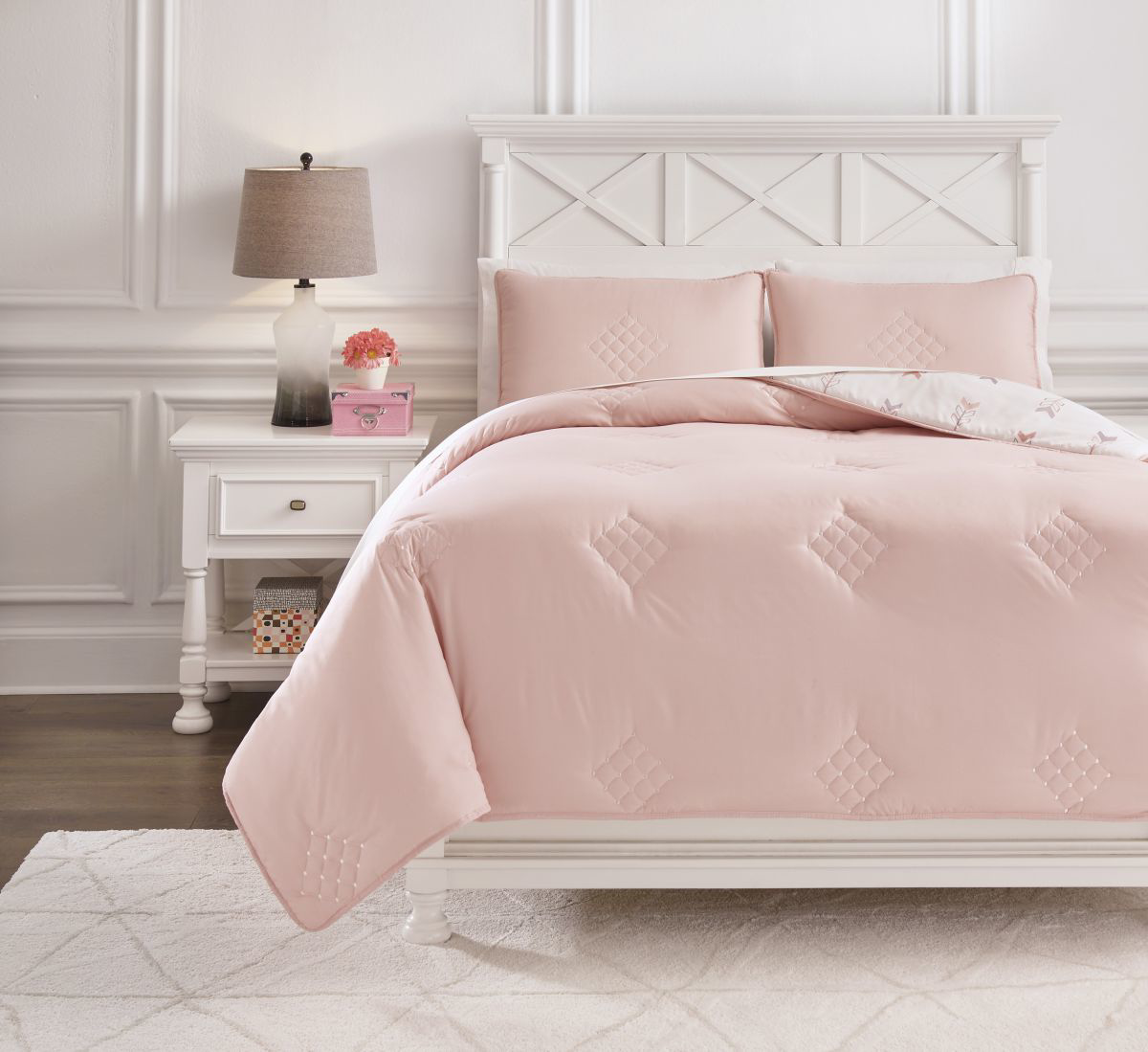 Picture of Lexann Comforter Set