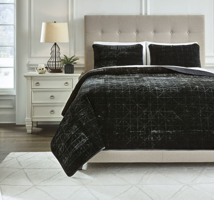 Picture of Dairick Quilt Set