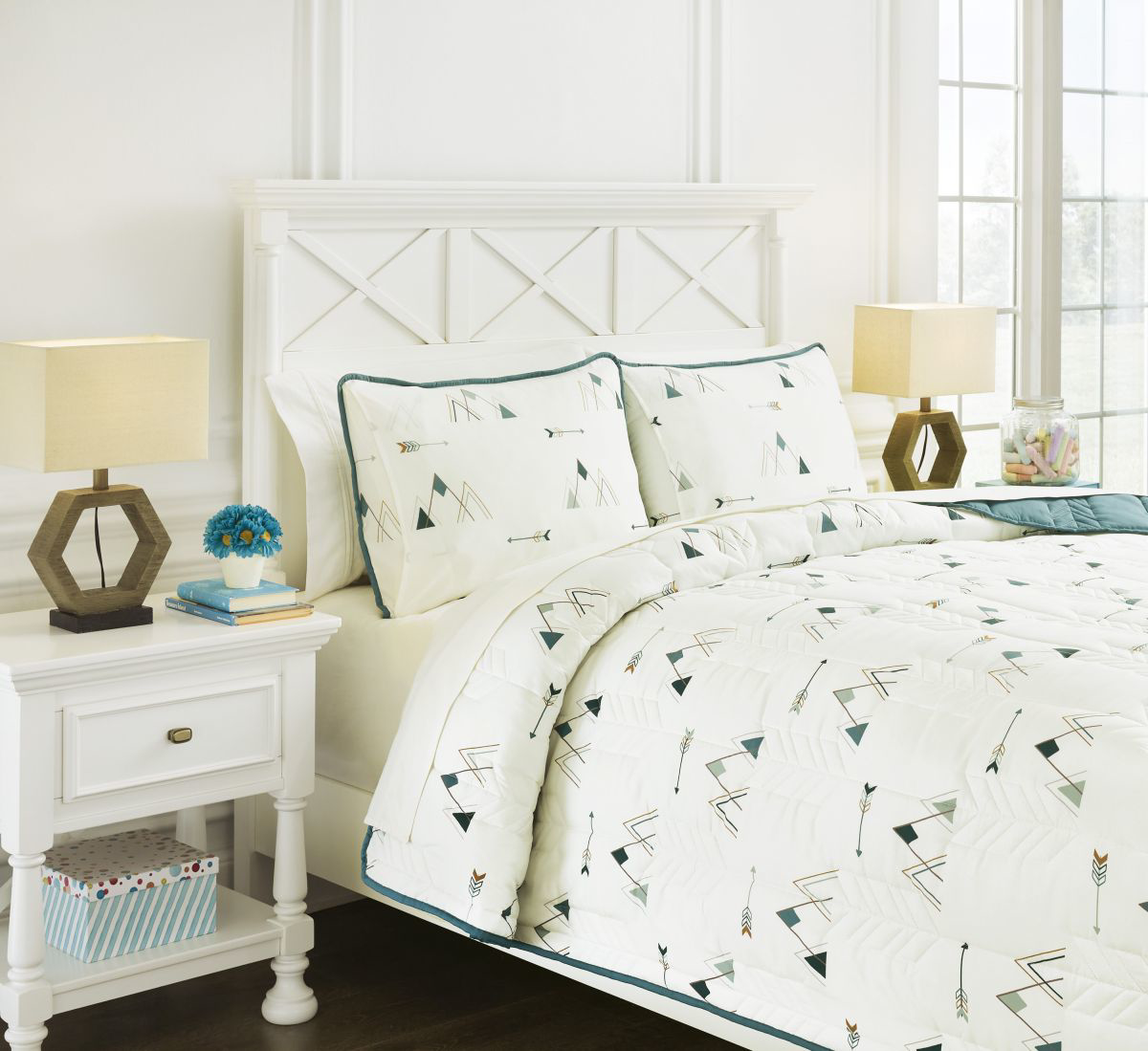 Picture of Averlett Quilt Set