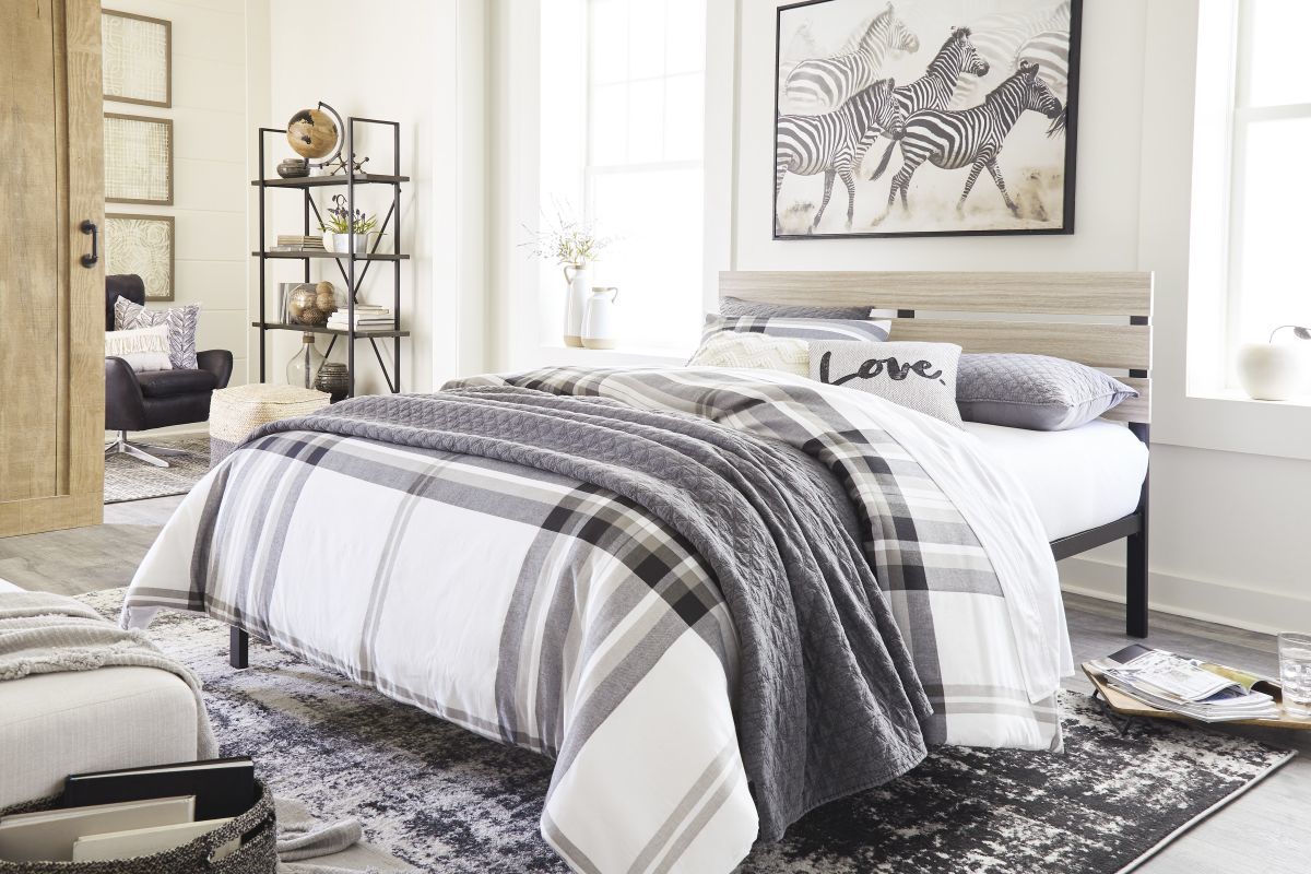 Picture of Waylowe Queen Size Bed