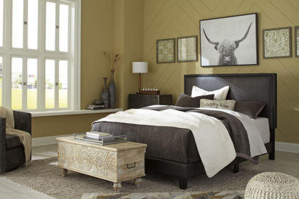 Picture of Mesling Queen Size Bed
