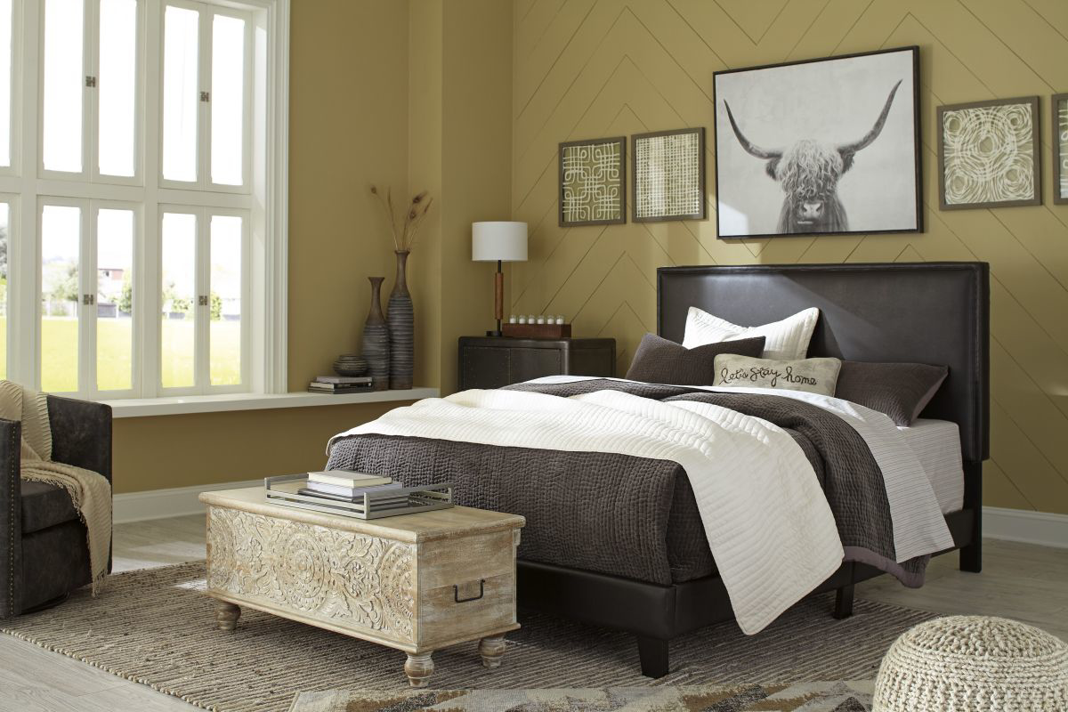 Picture of Mesling King Size Bed