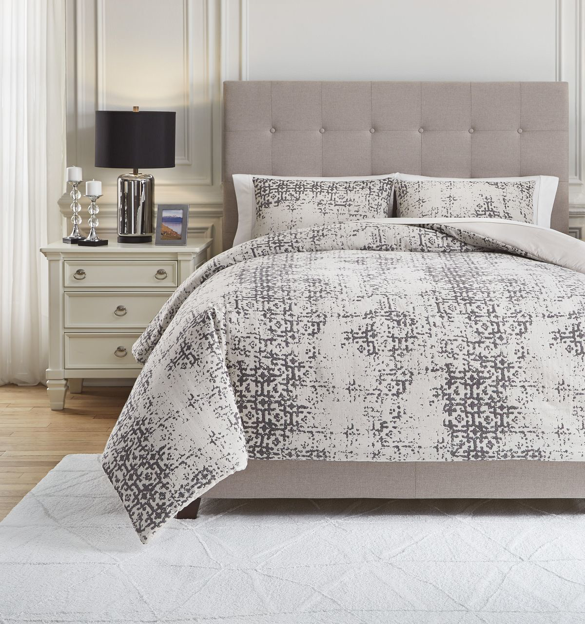 Picture of Addey Comforter Set